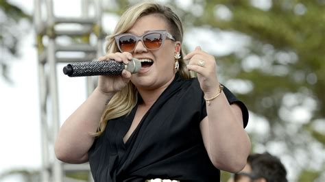 Kelly Clarkson's Cover Of 'blank Space' Has Taylor Swift
