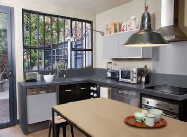 repeindre sa cuisine en noir une peinture pour refaire sa cuisine en gris et beige
