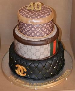 Chanel Torte Bestellen : chanel gucci and louis vuitton 3 tier cake ~ Frokenaadalensverden.com Haus und Dekorationen