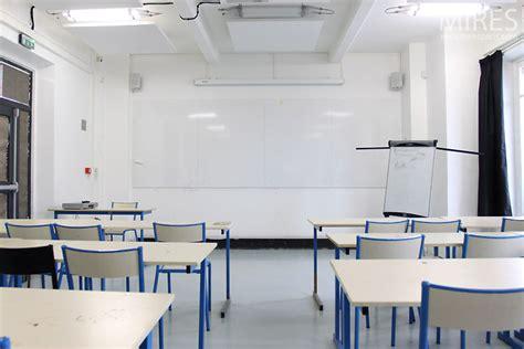 salle de classe blanche  mires paris