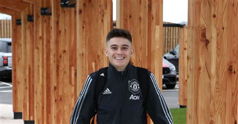 Man utd ace daniel james' wag ria hughes is sports instructor who bought wales winger a cockapoo for his birthday. Daniel James set for new contract - The Busby Babe