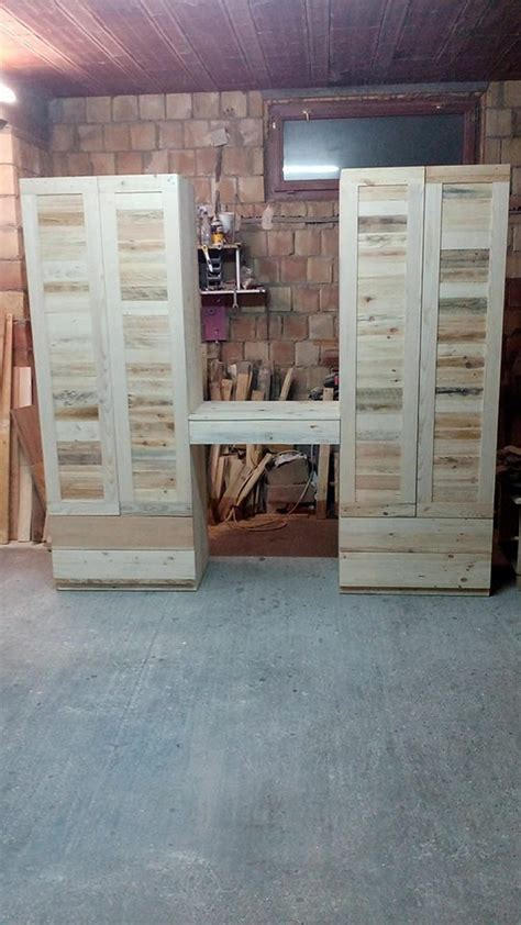 wooden pallets recycled crafts