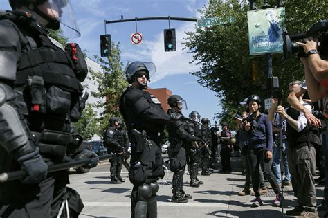 oregon police chief orders review    force