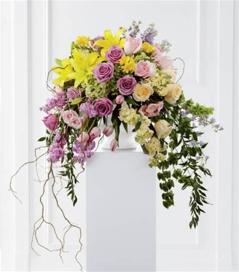 flower arrangements meaning funeral flowers the meaning of colors