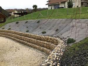 un joli talus avec une toile de paillage et un muret de With amenagement exterieur terrain en pente 2 mur gabion dans le jardin moderne un joli element fonctionnel
