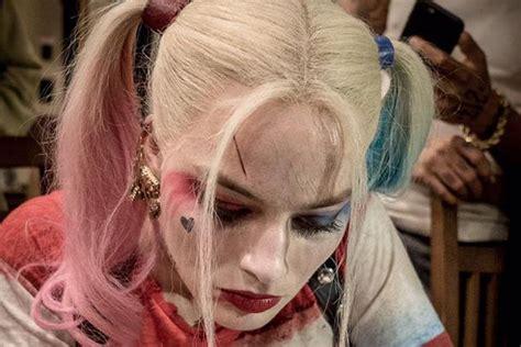 'Suicide Squad' Sneak Peek: Margot Robbie Shows Off Harley