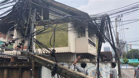 พิษฝนถล่มกรุง ทำน้ำท่วมถนน เสาไฟฟ้าหักโค่น วิกฤติหลายจุด