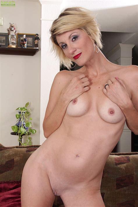 Short Haired MILF Buff Her Pink Pearl Photos Jayden Monroe MILF Fox