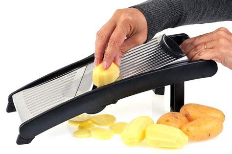 une mandoline en cuisine cómo hacer patatas chips en casa flota