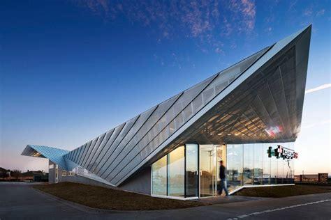 studio folds angular roof  legacy er  allen texas