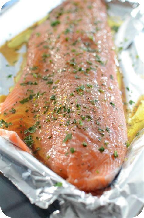cuisiner saumon entier 1000 idées à propos de saumon entier au four sur