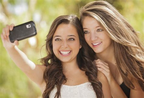 How Selfies Are Spreading Head Lice Among Teenagers