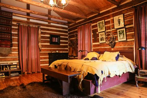 10 Charming Decorating Ideas For A Cabin Room & Bath
