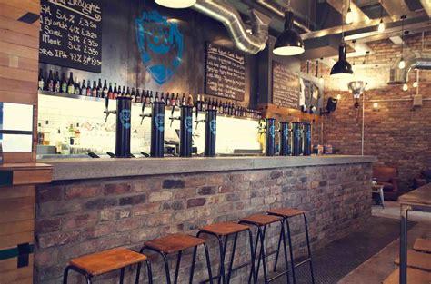 Top Edinburgh Bars - best edinburgh bars from dive bars to dens