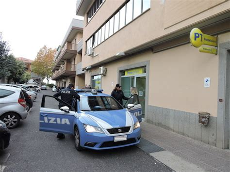 Ufficio Postale Frascati by Frascati La Polizia Denuncia Madre E Figlia Con Assegni