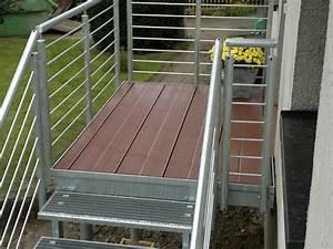 Treppen mit holz stahl edelstahl kunststoff glas oder for Garten planen mit deko bonsai kunststoff