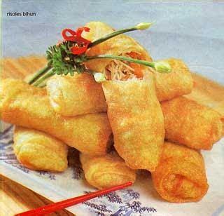 150 gr terigu 2 sdm tapioka 1 telur 2 sdm minyak garam 1/2 sdt gula 250 ml air. Risoles Bihun