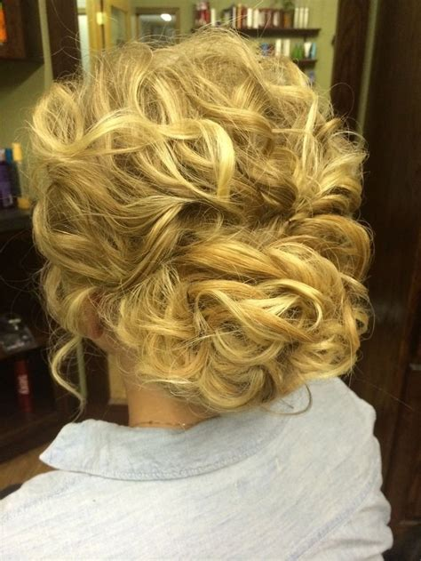32 overwhelming bridesmaids hairstyles pretty designs
