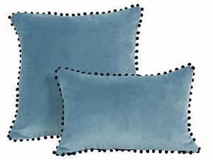 Coussin Velours Bleu : coussin velours bleu pompons noirs farandole 45x45 d coration ~ Teatrodelosmanantiales.com Idées de Décoration