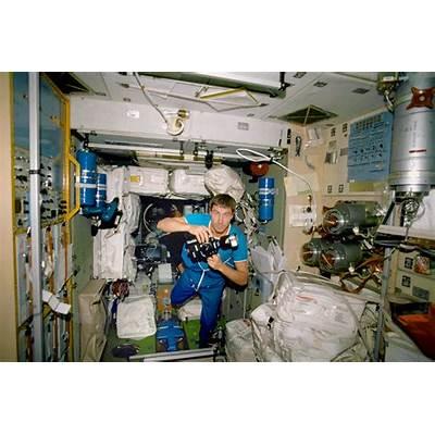 File:NASA-Krikalev-inside-ISS.jpg - Wikimedia Commons