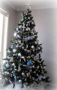 Geschmückte Weihnachtsbäume Christbaum Dekorieren : 1001 ideen f r weihnachtsbaum schm cken wei und silber als tannenbaumdekoration ~ Markanthonyermac.com Haus und Dekorationen