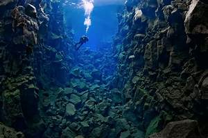The Silfra Canyon Of The Mid Atlantic Ridge In Iceland U2019s