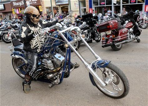 Massive Sturgis, S.d., Motorcycle Rally Turns 70