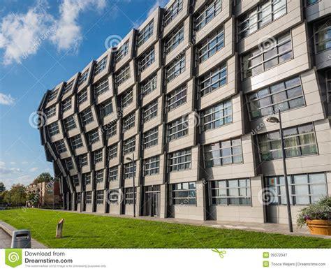 immeuble au centre de la ville moderne d almere le filet photographie 233 ditorial image 39372347