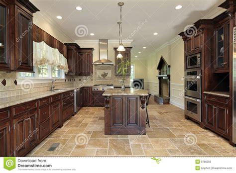 cuisine cerise bois de cuisine de cerise de cabinetry grand photo stock