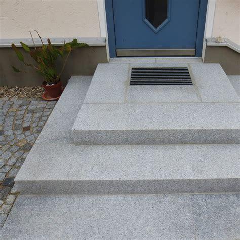 hauseingang gestalten granit hauseingangspodest selber bauen eingangsstufe bauen teil 1 baublog stadtvilla apensen