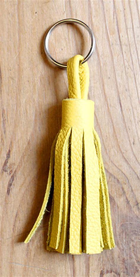 pompon pour sac ou porte cl 233 s en cuir diy un pompon en cuir