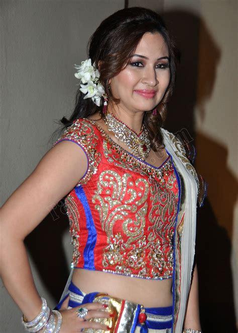 Jwala Gutta Navel Show in Ghagra Choli - Cine Actrez