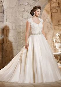 Best plus size wedding dresses shop beautiful wedding for Wedding dresses for curvy figures