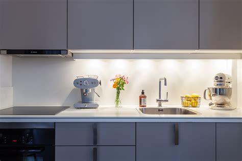 cuisine gris laqué cuisine gris laqué avec une crédence blanche picslovin