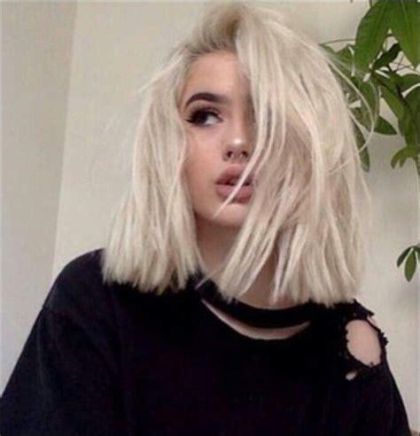 short hair long bob platinum blonde messy blunt