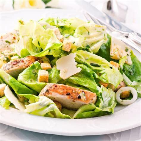 cuisiner le sar 1000 idées sur le thème salade césar de poulet sur