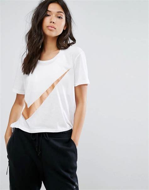 Nike | Nike - T-shirt avec logo virgule mu00e9tallisu00e9 - Blanc
