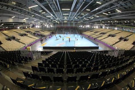 تقديم مباراة روسيـا 215 فرنســا الديــك الفرنسـي في مواجهـة الـدب الروسي