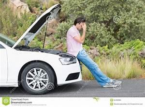 Panne Climatisation Voiture : homme d sesp r apr s une panne de voiture photo stock image 50492084 ~ Gottalentnigeria.com Avis de Voitures