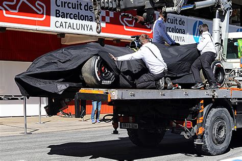 crash test si鑒e auto fia to investigate fernando alonso 39 s mclaren formula 1 test crash f1 autosport com
