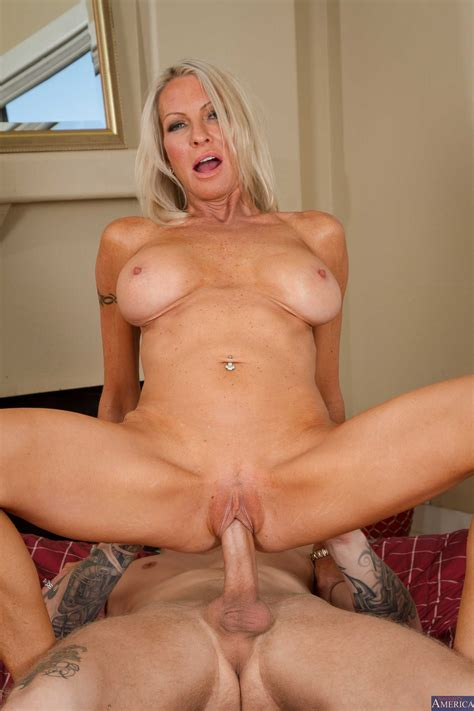 gorgeous milf needs an intense orgasm photos emma starr richie black