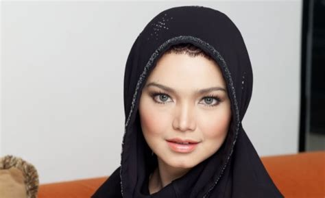 siti nurhaliza becomes the first malaysian artiste to