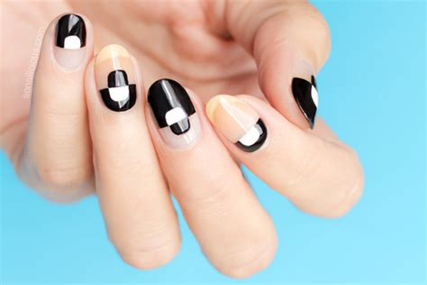 Nail Art Tutorial : Trendy Negative Space Nails || Tutorial