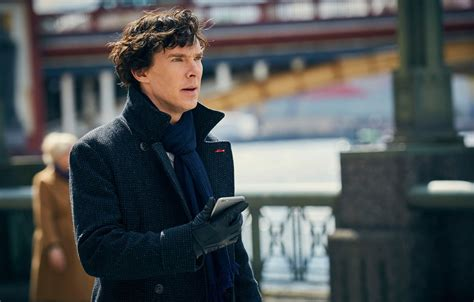 Sherlock star benedict cumberbatch saves cyclists from muggers. Wallpaper phone, Sherlock Holmes, coat, smartphone, Benedict Cumberbatch, Benedict Cumberbatch ...