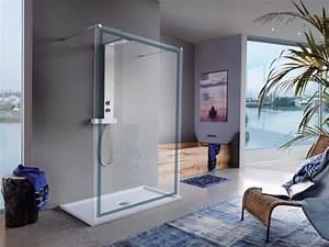 Tecnologia e design in bagno: box doccia open space e gioco di luci