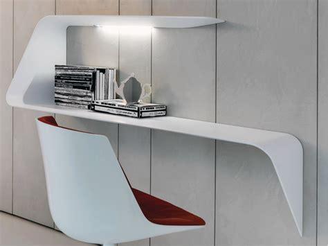 bureau pour ordinateur design victor vasilev et bureau étagère mamba