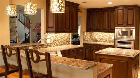 Cherry kitchen tumbled travertine backsplash with maestro quartz. backsplash glass tile brown with brown cabinets | Colonial ...