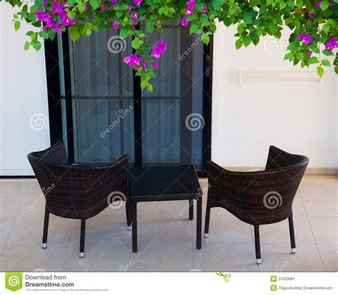 chaises osier chaises en osier sur la terrasse image stock image 31523061