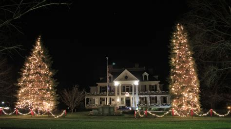 gorgeous christmas decorated main streets  connecticut