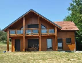 maison bois style chalet aspect poteau poutre nos maisons ossatures bois maison 2 pans